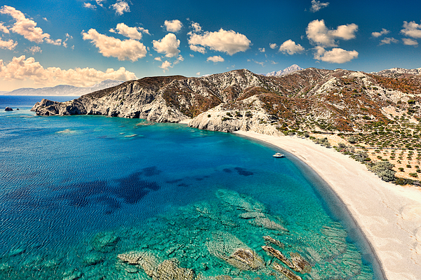 a beach in karpathos where manos rented cars can visit